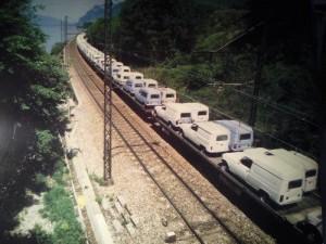 Un convoi ferroviaire de 4L prêtes à la livraison